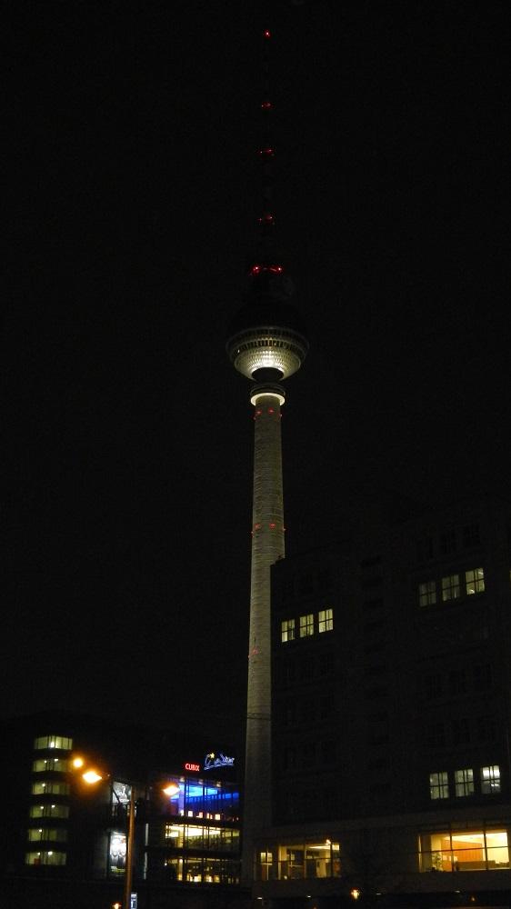 Fernsehturm bei Nacht (c) DOATRIP.de