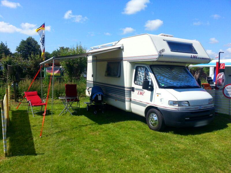 Wohnmobil auf einem Campingplatz